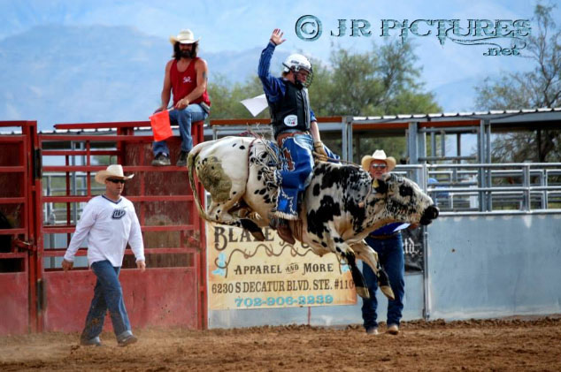 sandy-valley-ranch-bullriding